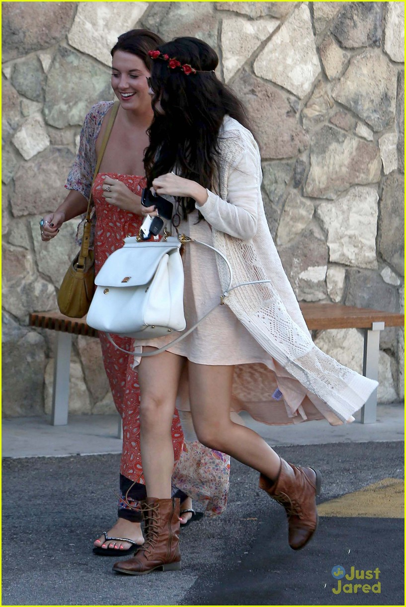 selena gomez lunch baby sister 03