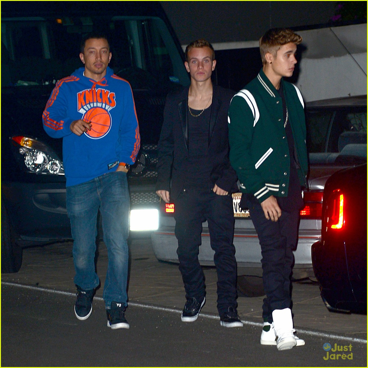 justin bieber attends selena gomez sbirthday party 09