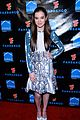 hailee steinfeld asa butterfield summit comic con party pair 09