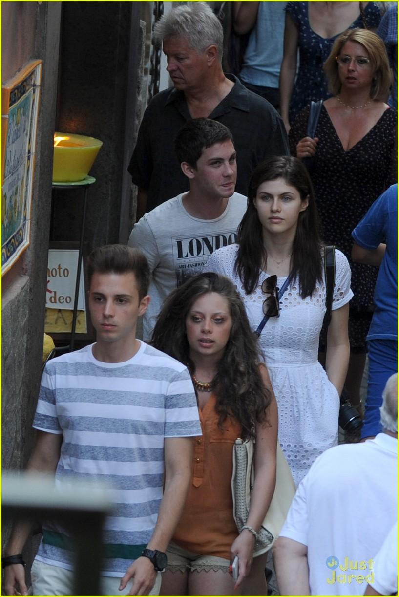 Alexandra daddario and logan lerman dating 2013