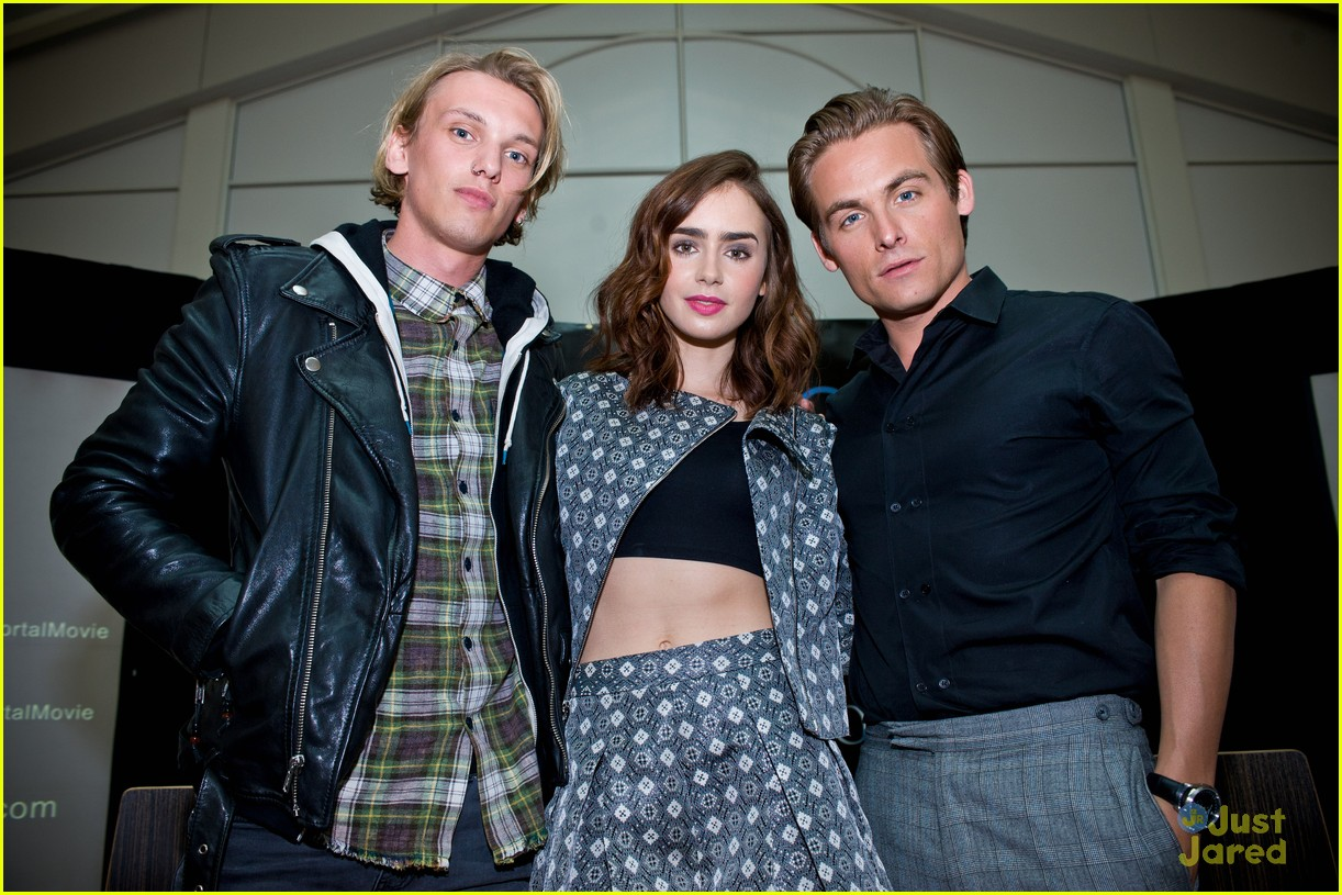 Lily Collins City Of Bones Chicago Stop Photo 582636 Photo