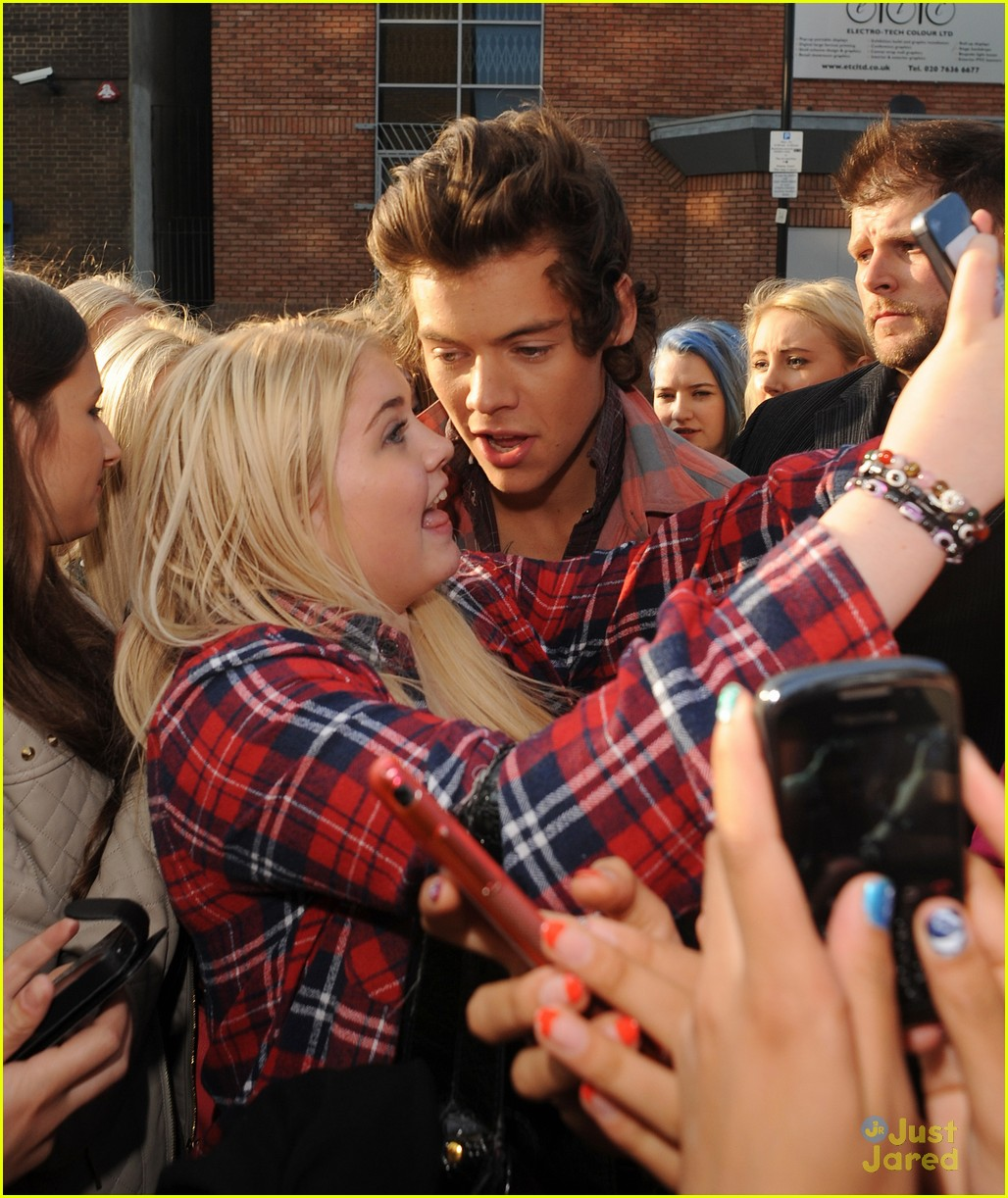 Harry styles liam payne niall horan meet fans ahead of this is one direction meet fans london 07 m4hsunfo