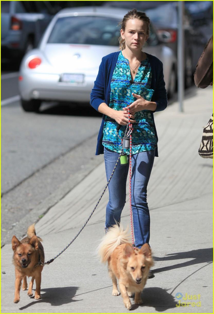 britt robertson walk dogs 01