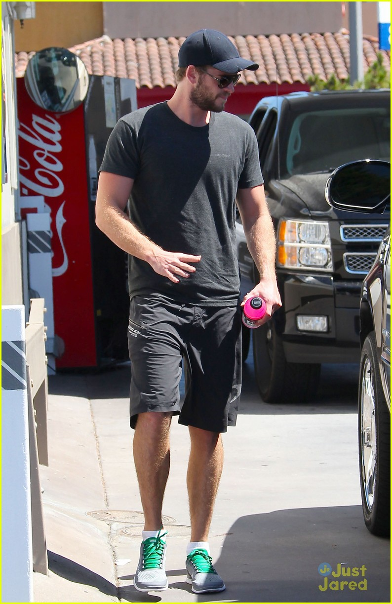 liam hemsworth hope you get to see paranoia 02