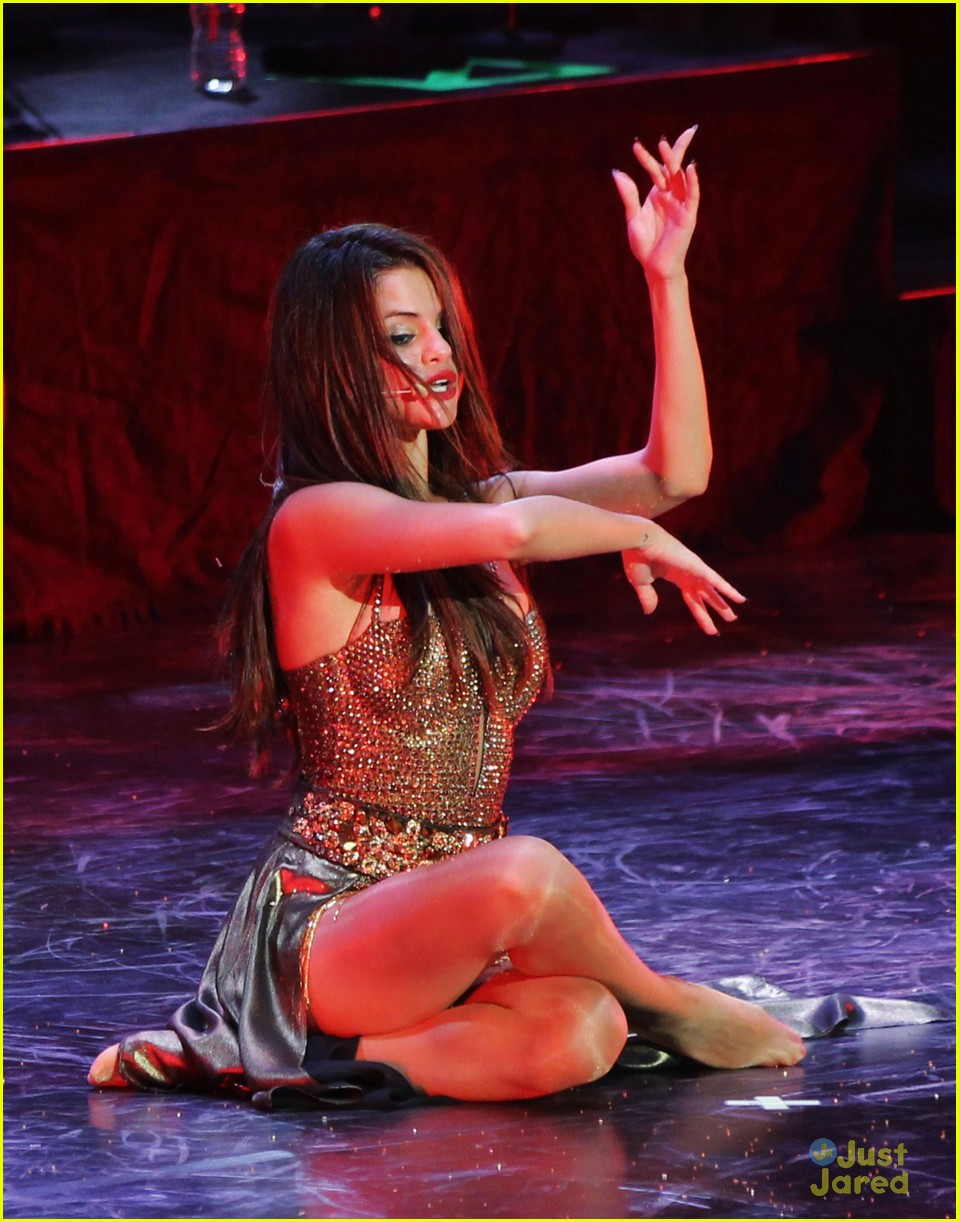 selena gomez stars dance tour kick off pics 02