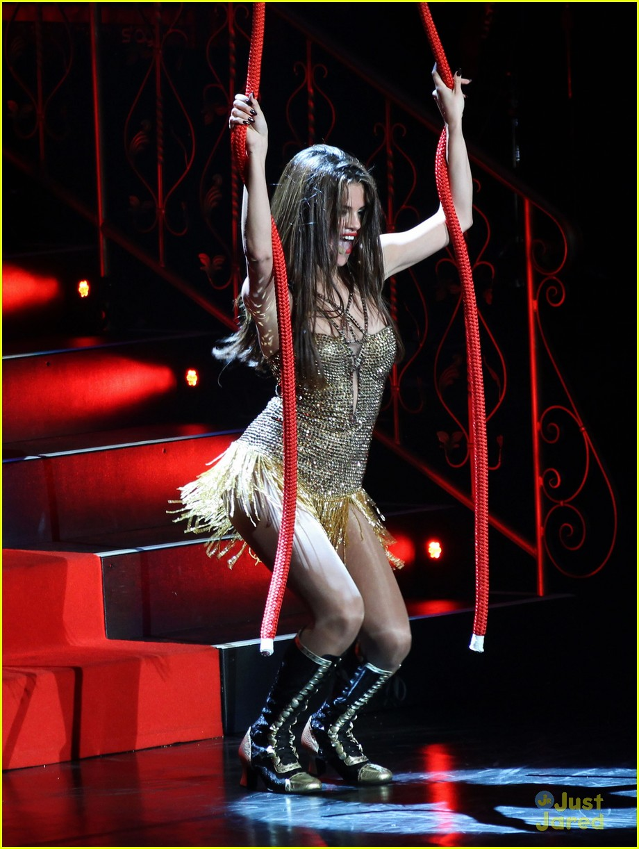 selena gomez stars dance tour kick off pics 06