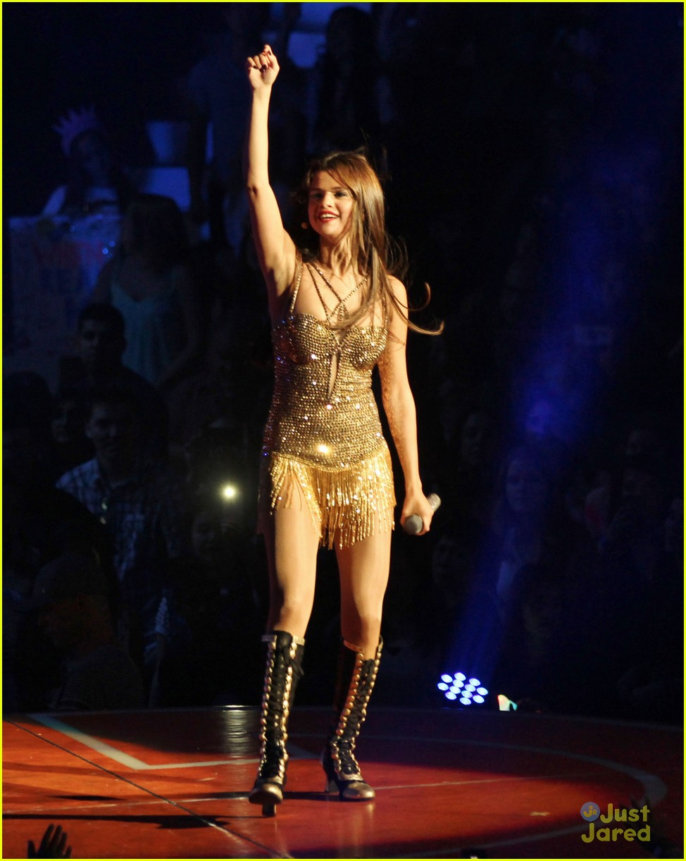 selena gomez stars dance tour kick off pics 09