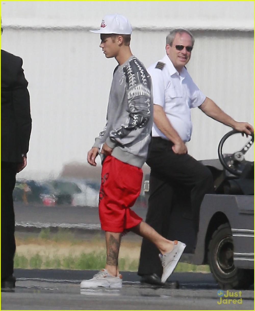 justin bieber private plane from denver to burbank 01
