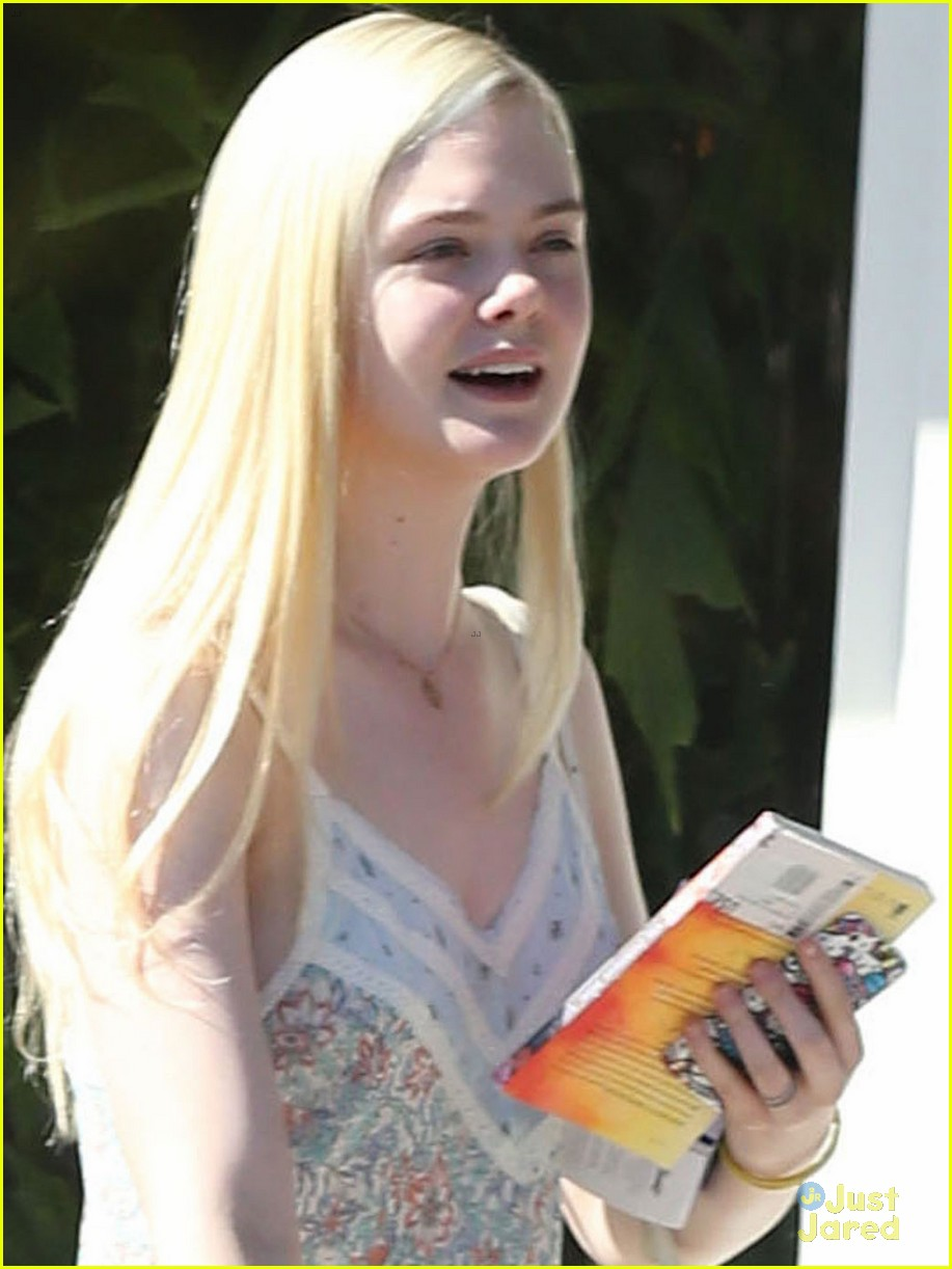 elle fanning some kids play soccer i do movies 02