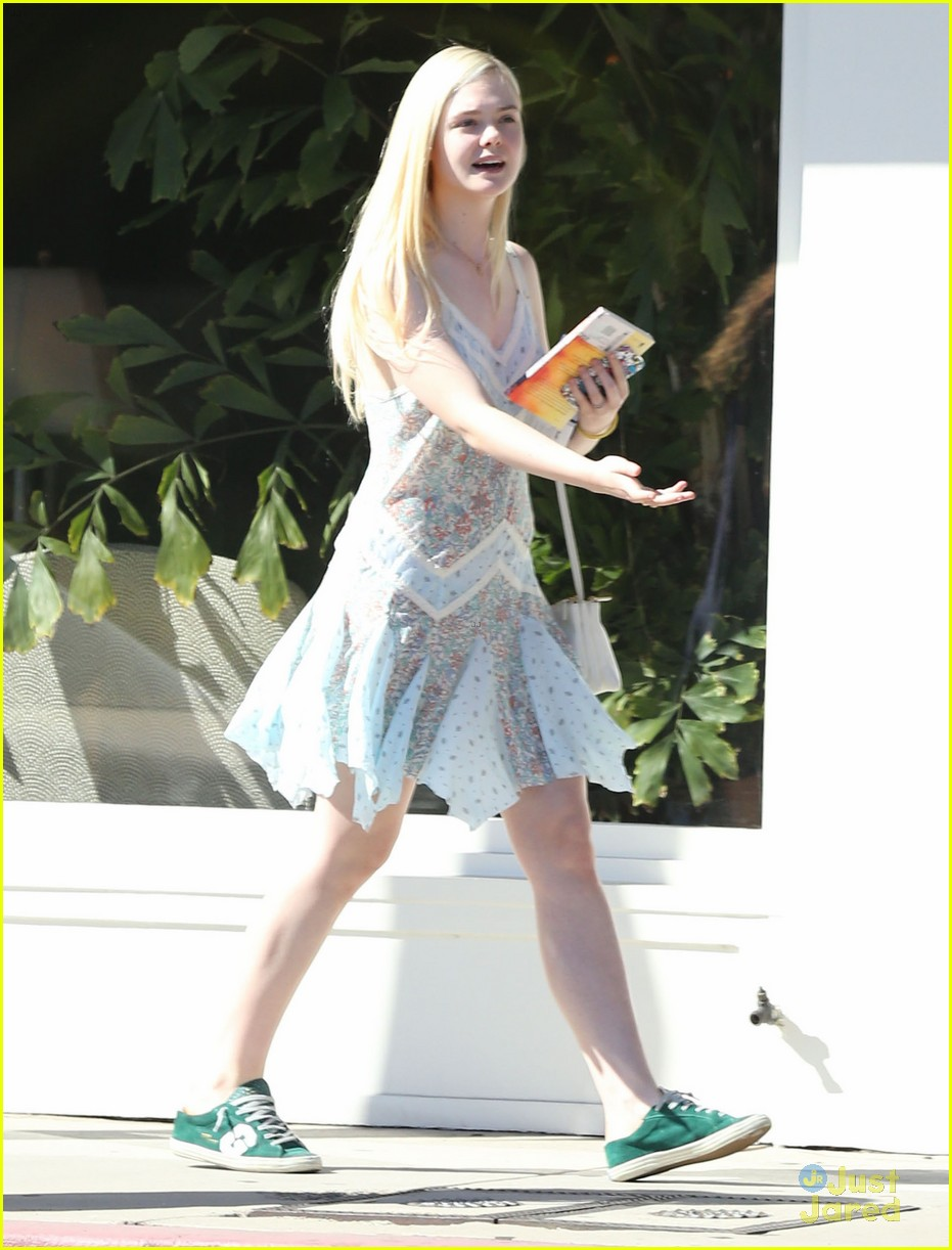 elle fanning some kids play soccer i do movies 03