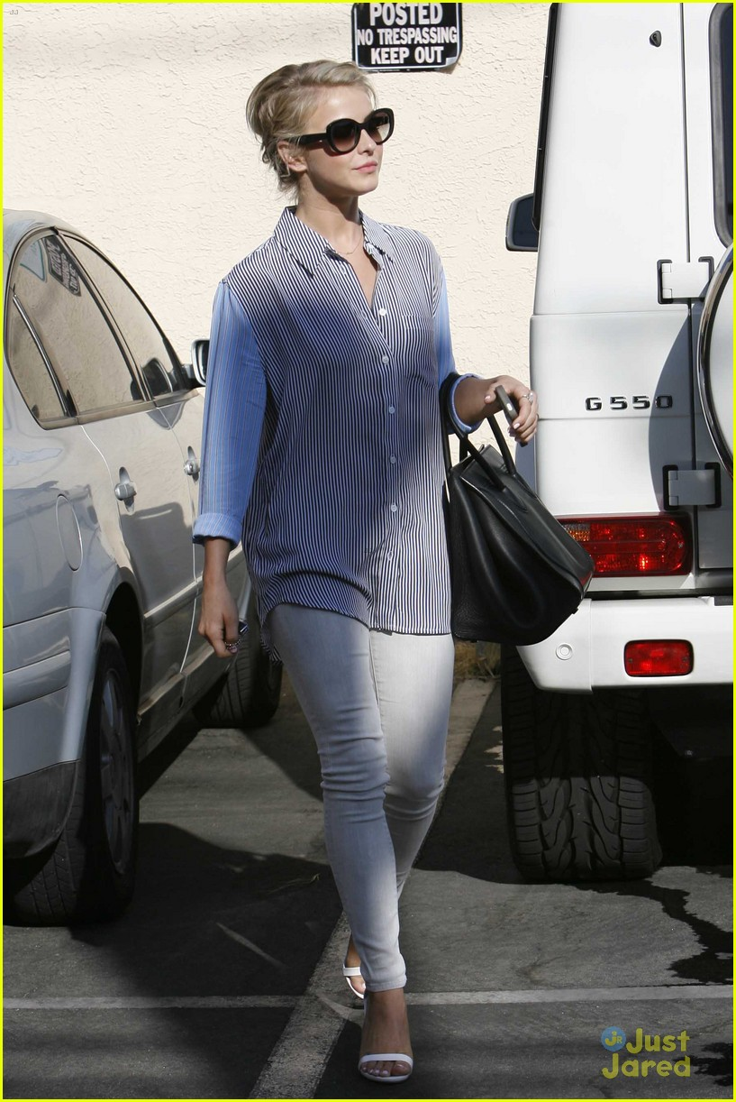julianne hough hits the gym before dance studio stop 02