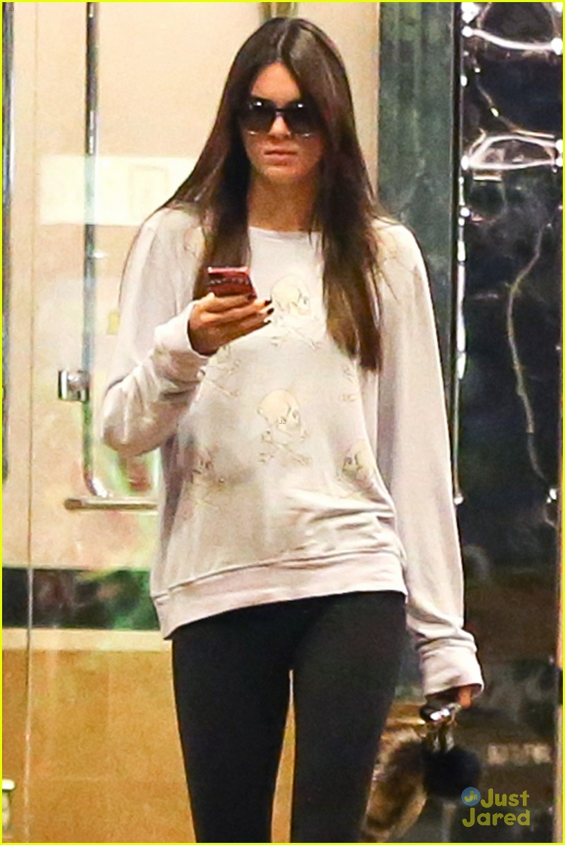 kendall jenner checks out one direction new movie 03