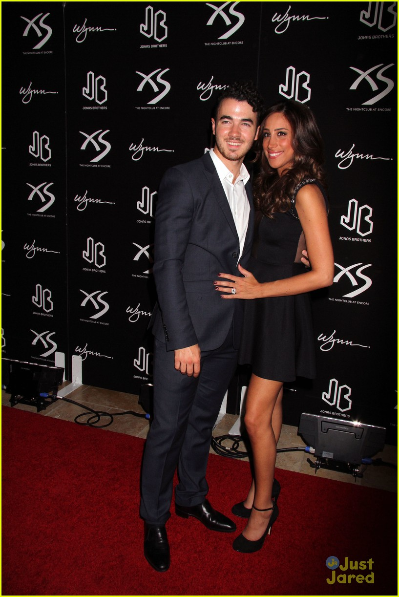 kevin jonas danielle jonas celebrate nick jonas birthday in vegas 07
