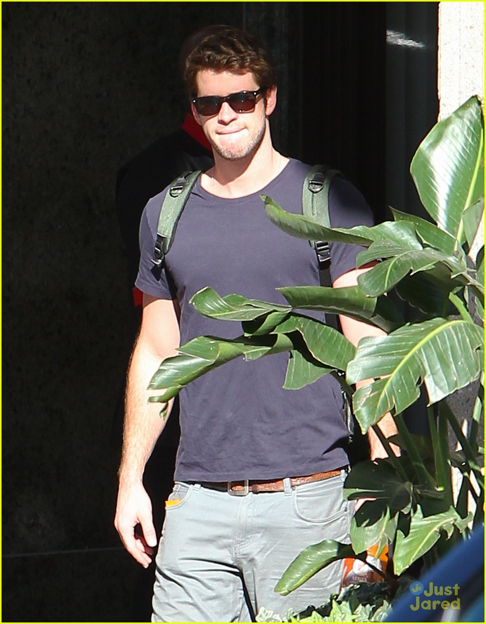 liam hemsworth atlanta hotel 06