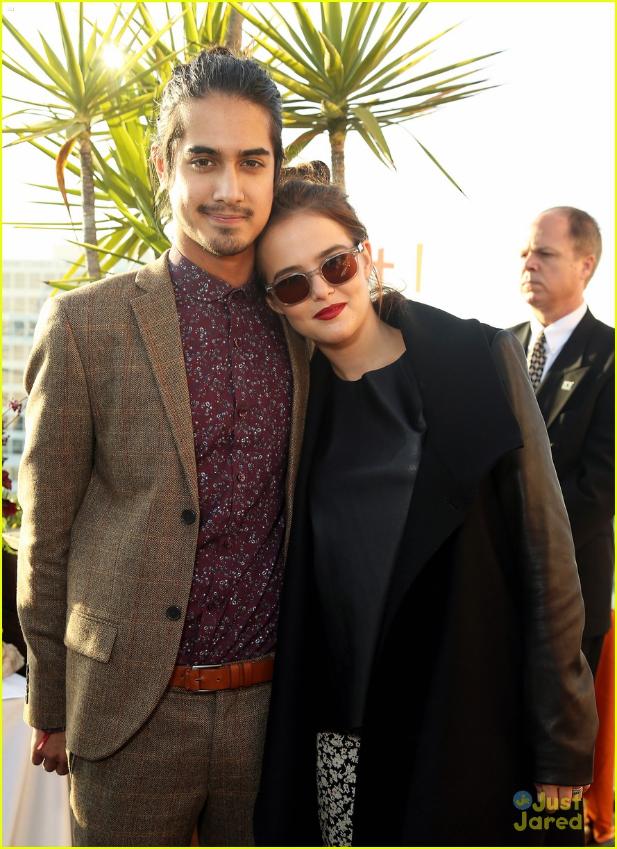Gallery Zoey Deutch And Avan Jogia Kissing