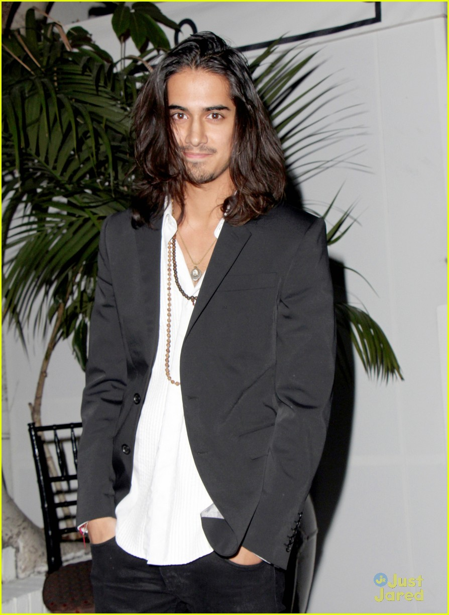 Avan Jogia Night Out At Chateau Marmont Photo 605648 Avan Jogia Pictures Just Jared Jr
