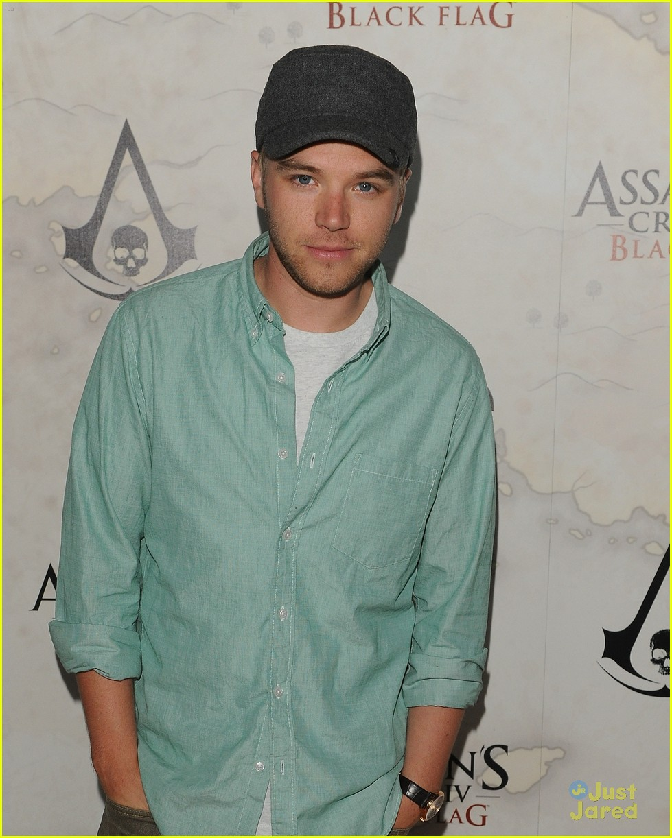 brett davern hayley garrett black flag launch party 06