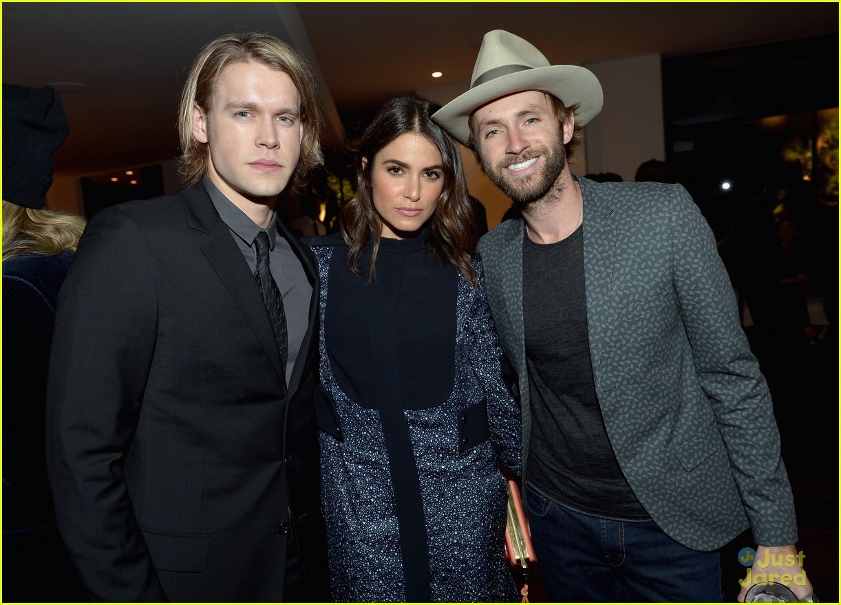 nikki reed chord overstreet chloe fashion show dinner 04