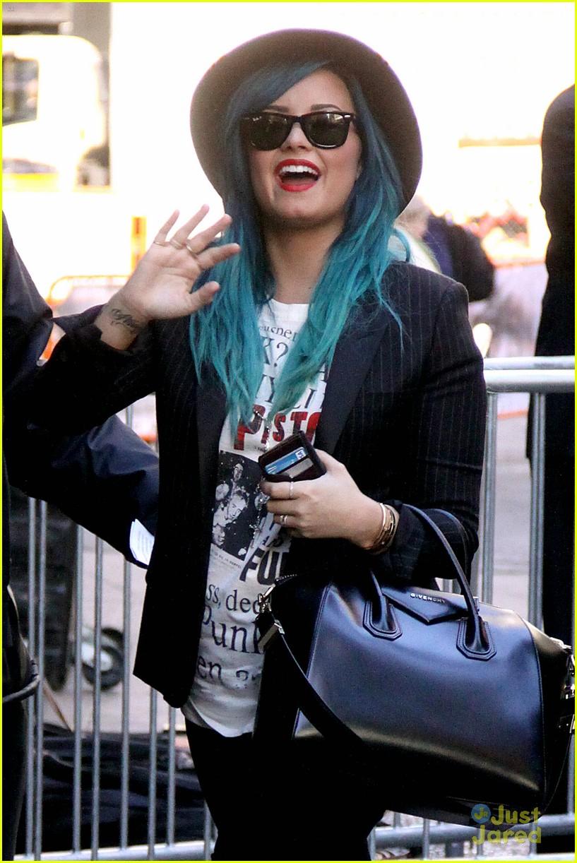 demi lovato gma nyc blue hair 01
