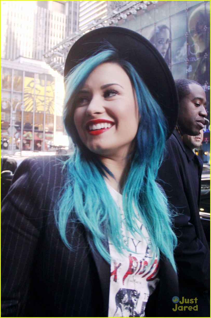 demi lovato gma nyc blue hair 02