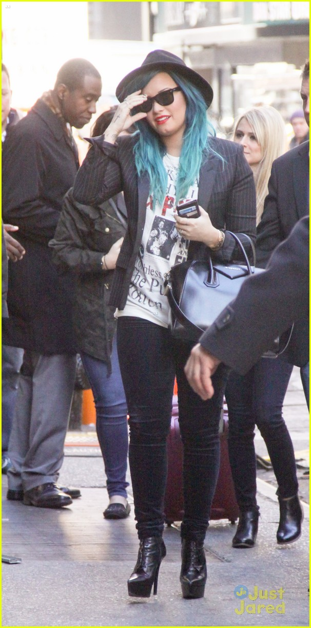demi lovato gma nyc blue hair 10