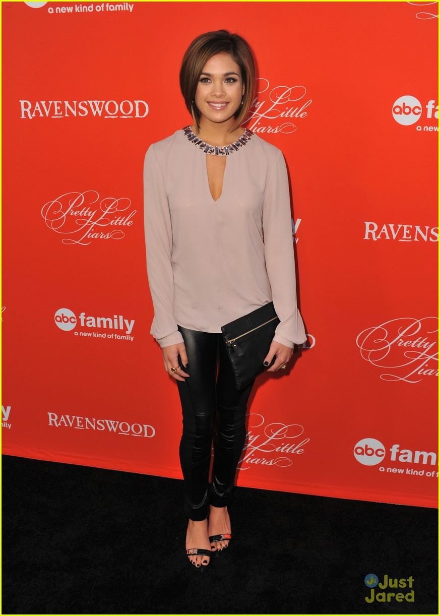 nicole anderson ashley benson pll halloween screening 01