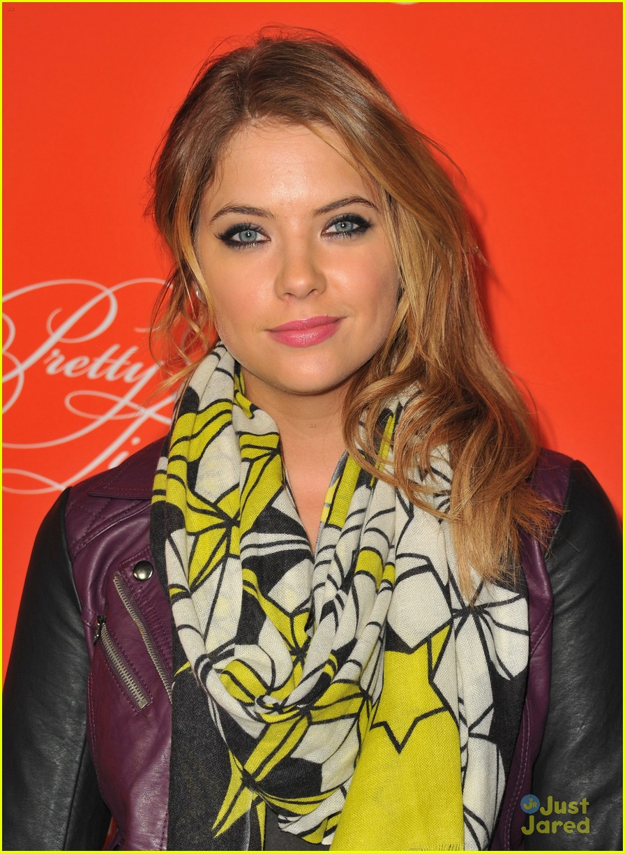 nicole anderson ashley benson pll halloween screening 03