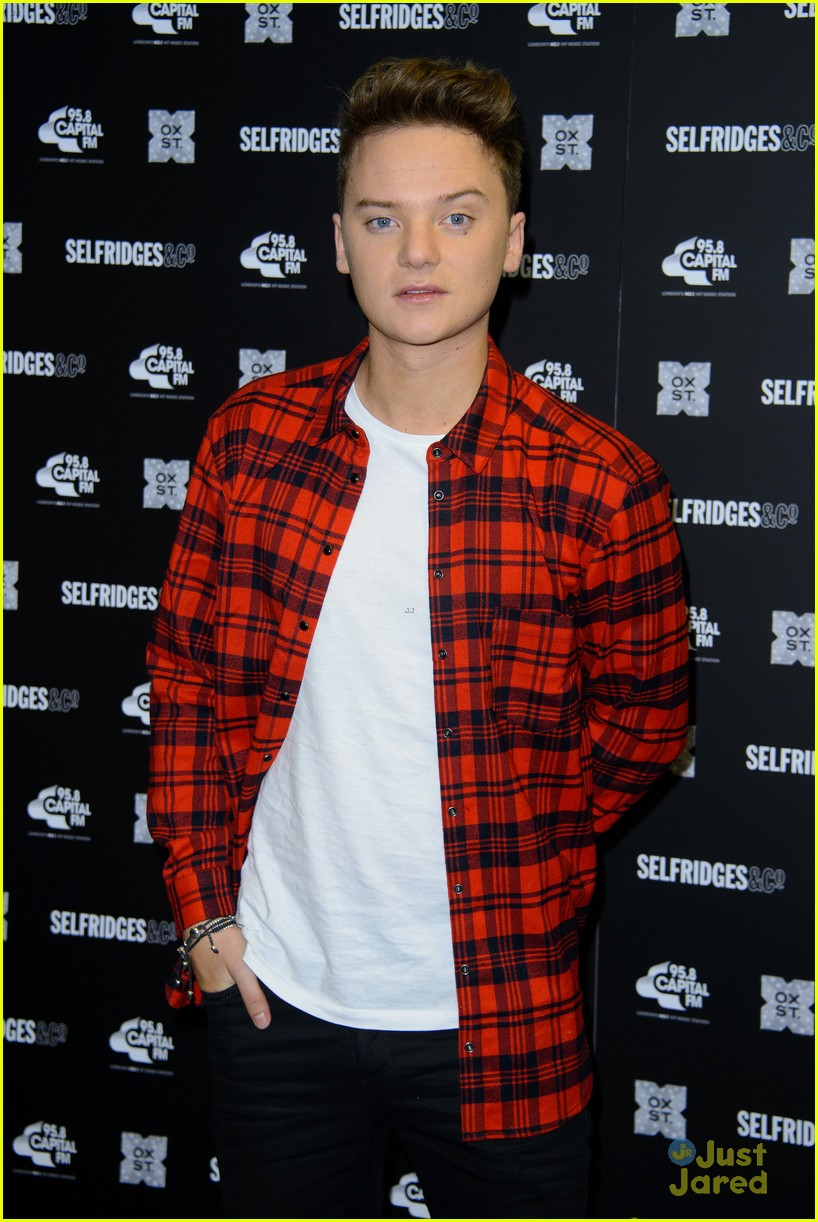 conor maynard oxford street christmas lighting 02