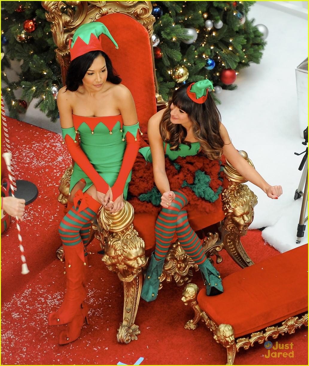 Christmas Scenes Pictures.Lea Michele Naya Rivera Christmas Scenes For Glee