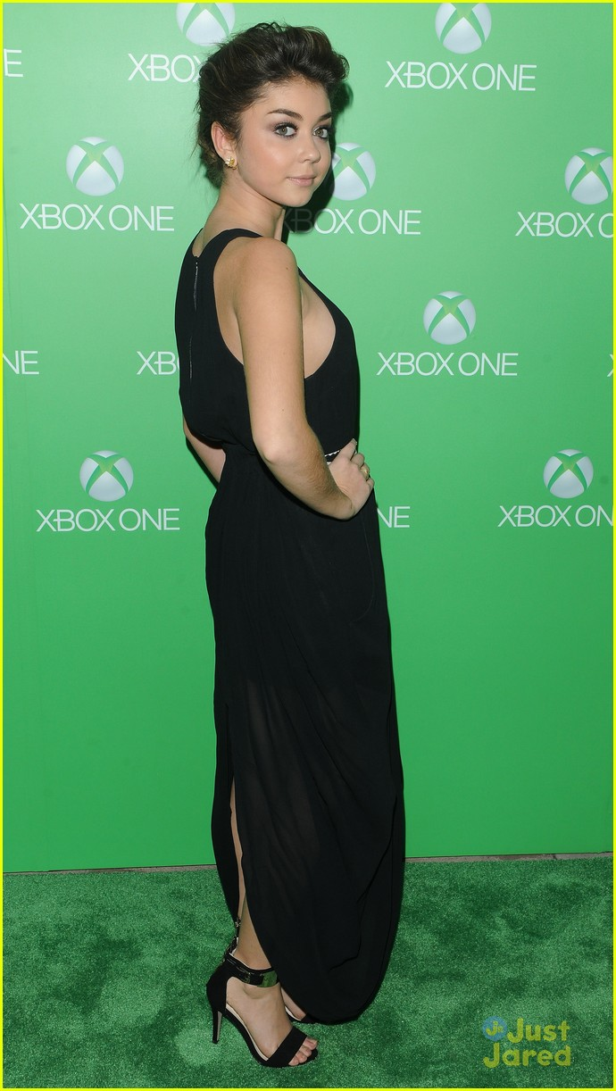 sarah hyland golden globes xbox launch 13