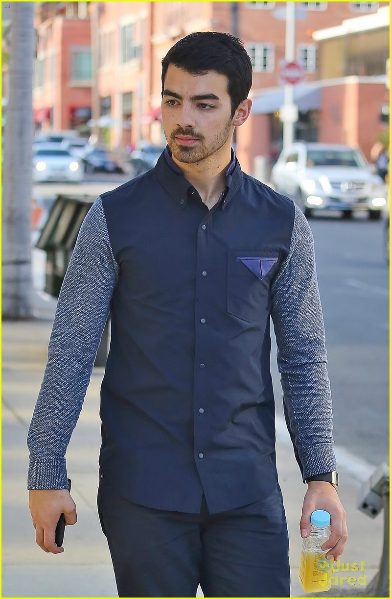 joe jonas juan juan salon visit 04