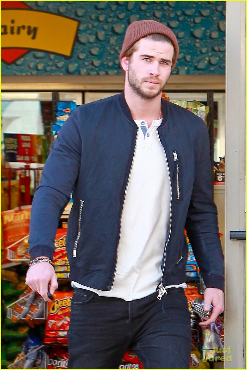 Liam Hemsworth  Convenient Store Stop  cb32b415df9