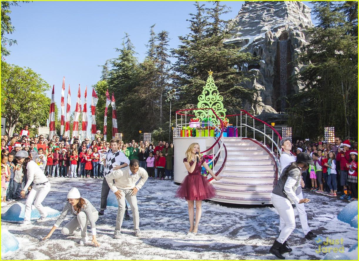 Disney Christmas Parade.Dove Cameron Let It Snow At Disney Christmas Parade