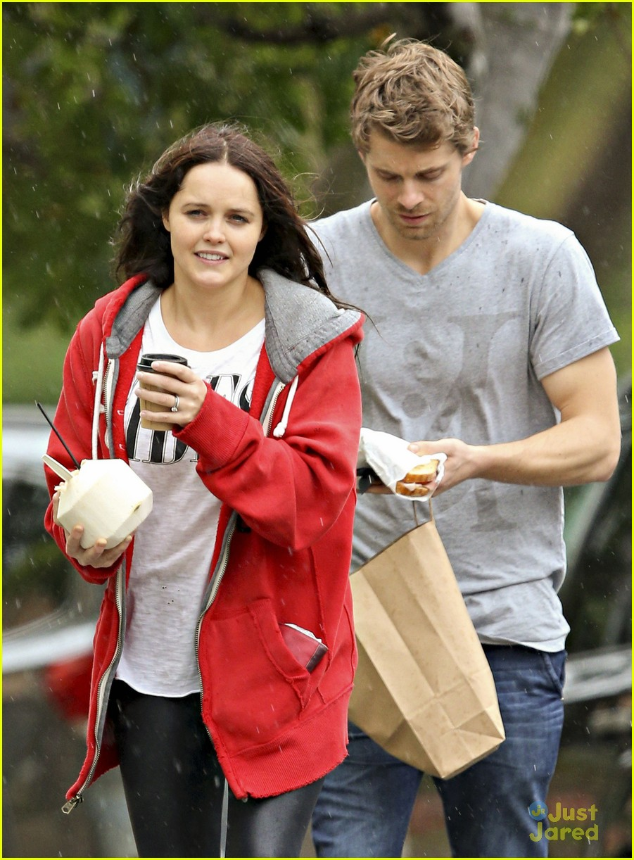 luke mitchell rebecca breeds smooches in sydney 01