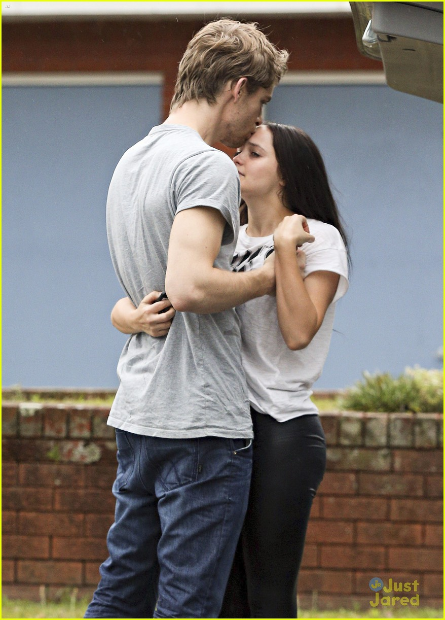 luke mitchell rebecca breeds smooches in sydney 03