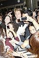5sos casue fan frenzy at lax 23