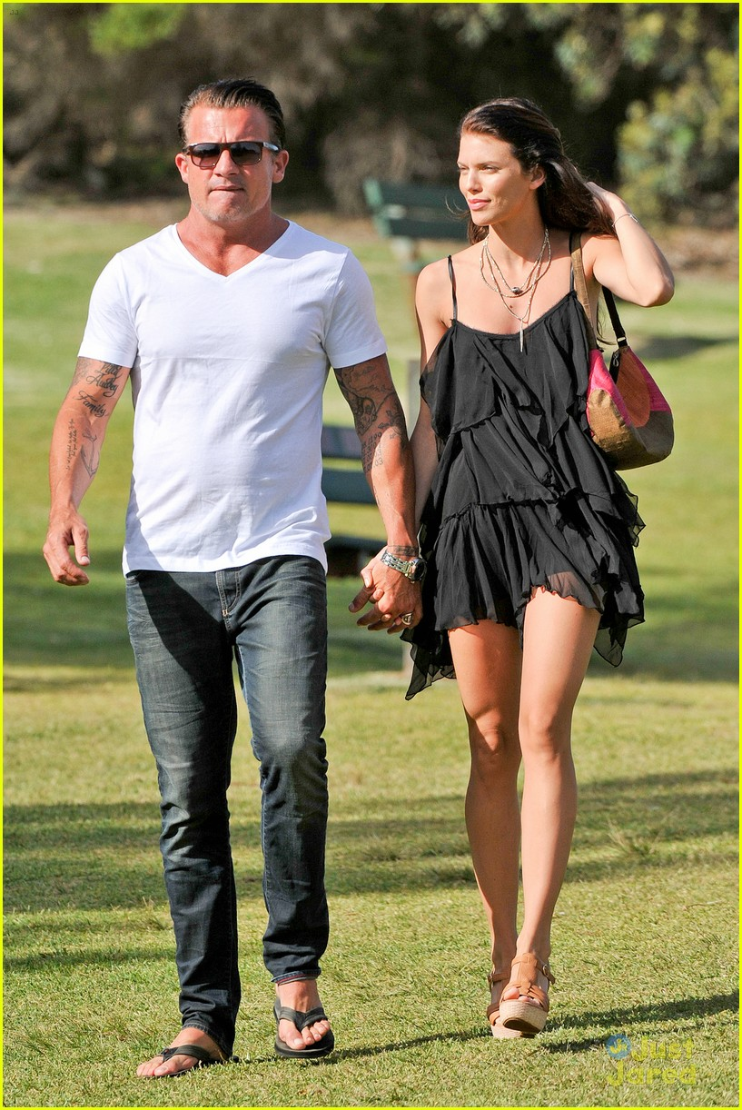 AnnaLynne McCord & Dominic Purcell: New Year's Walk in ... Dominic Purcell And Annalynne Mccord