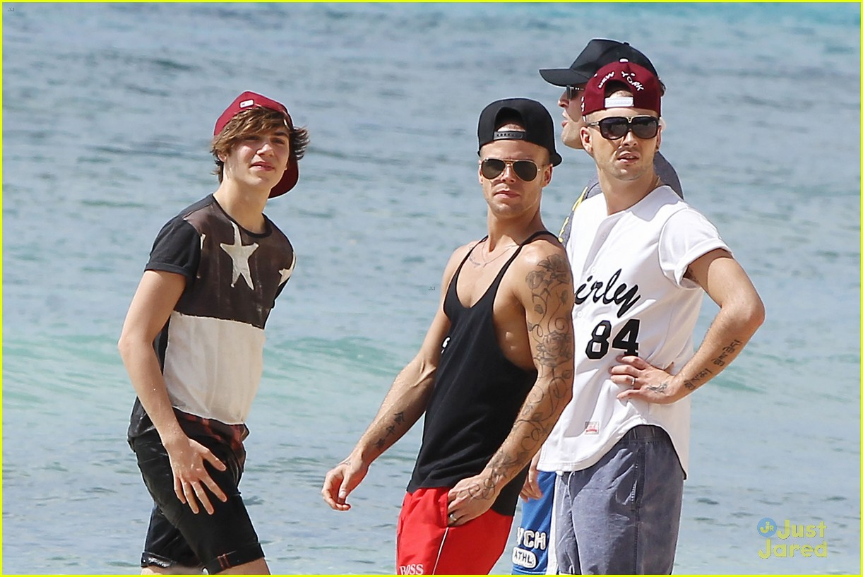 Jaymi Hensley And Olly Marmon Wedding: Union J's Jaymi Hensley: Beach Fun With Shirtless Fiance