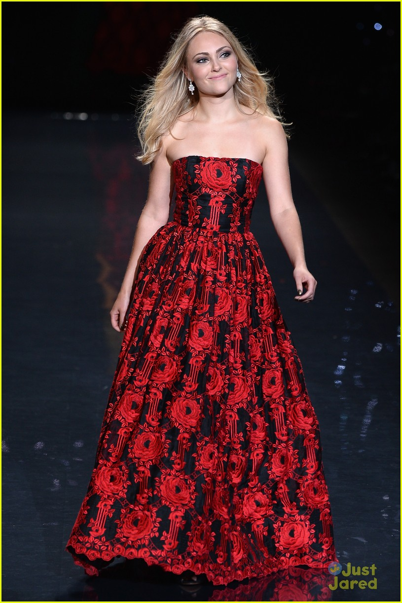 annasophia robb red dress fashion show 2014 07