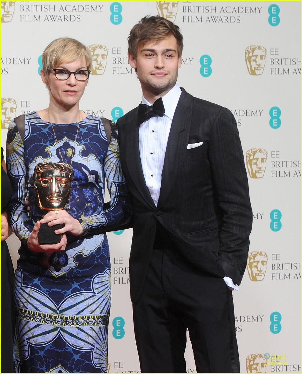 Douglas Booth & Sam Claflin: BAFTAs 2014 Red Carpet
