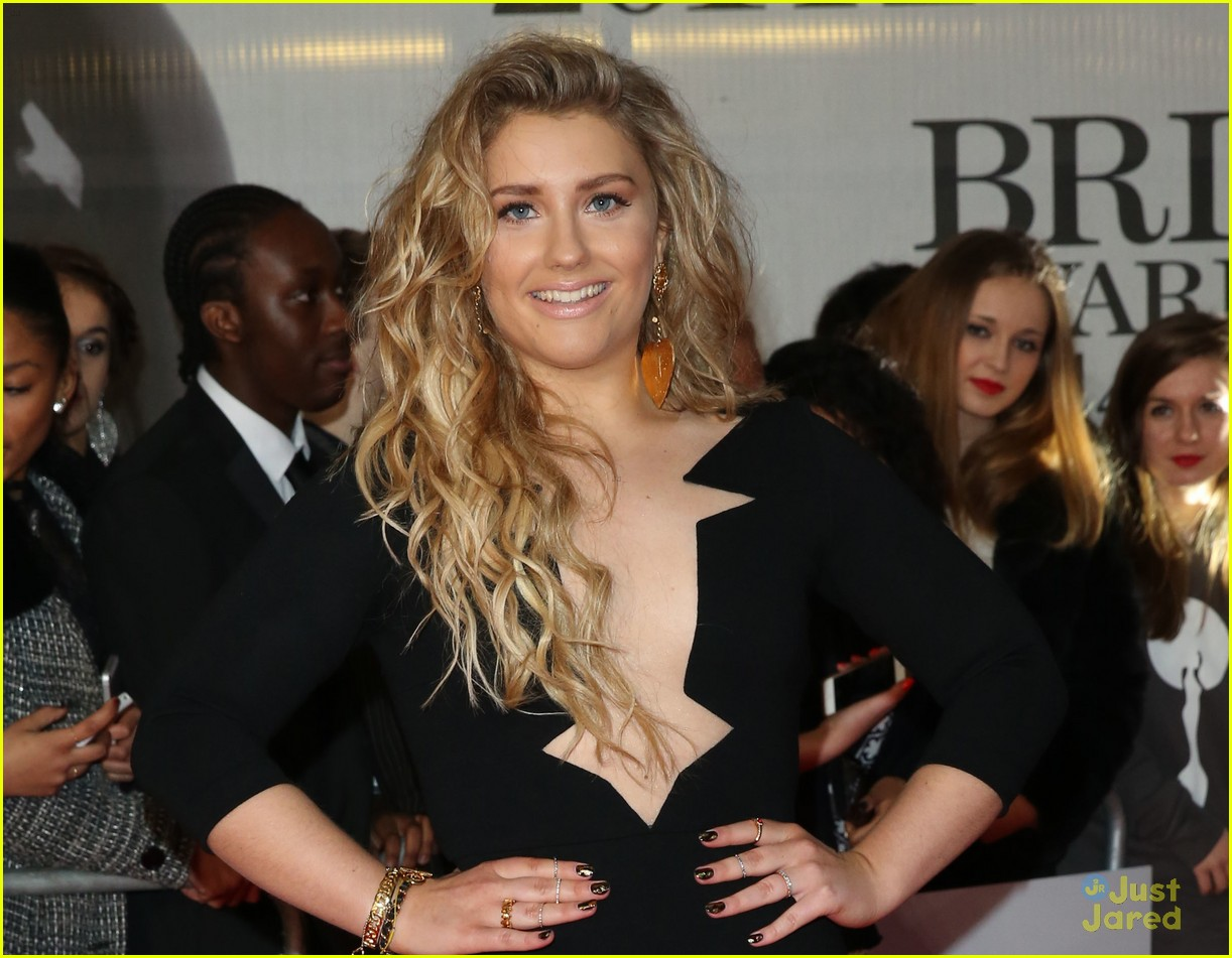 ellie goulding ella henderson 2014 brit awards 06
