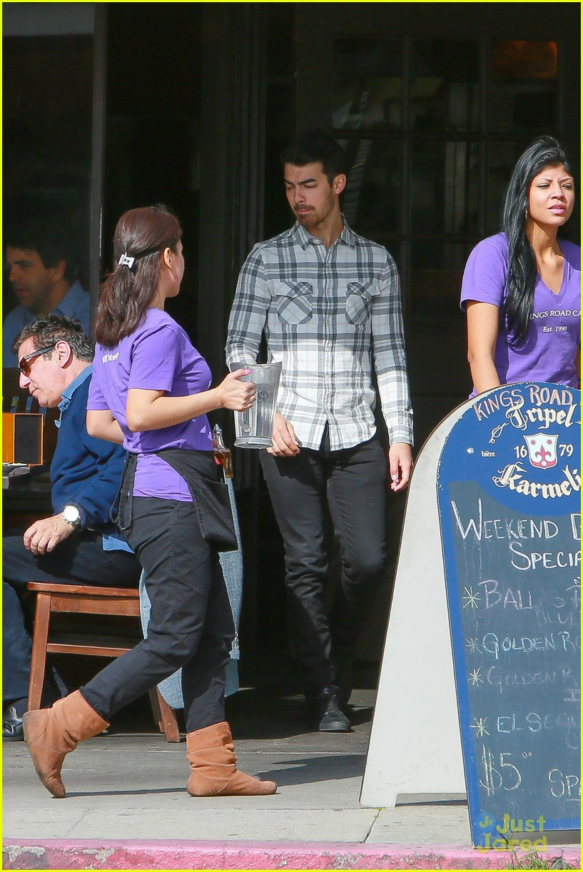 joe jonas lunch friends la 09
