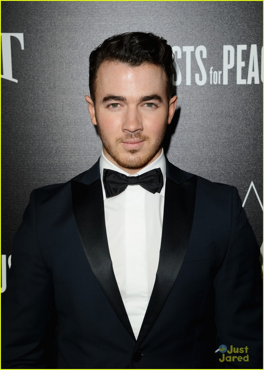 kevin jonas kellan lutz hollywood domino gala guys 01