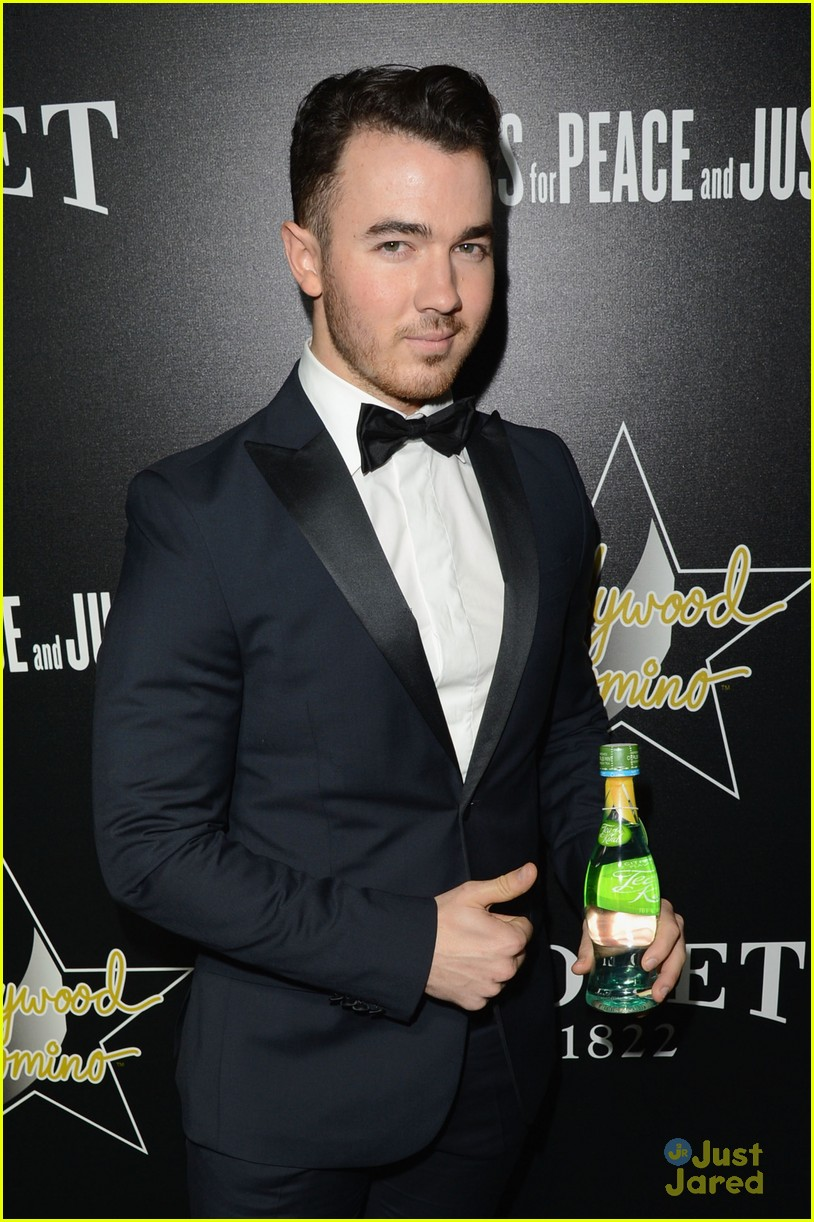 kevin jonas kellan lutz hollywood domino gala guys 03