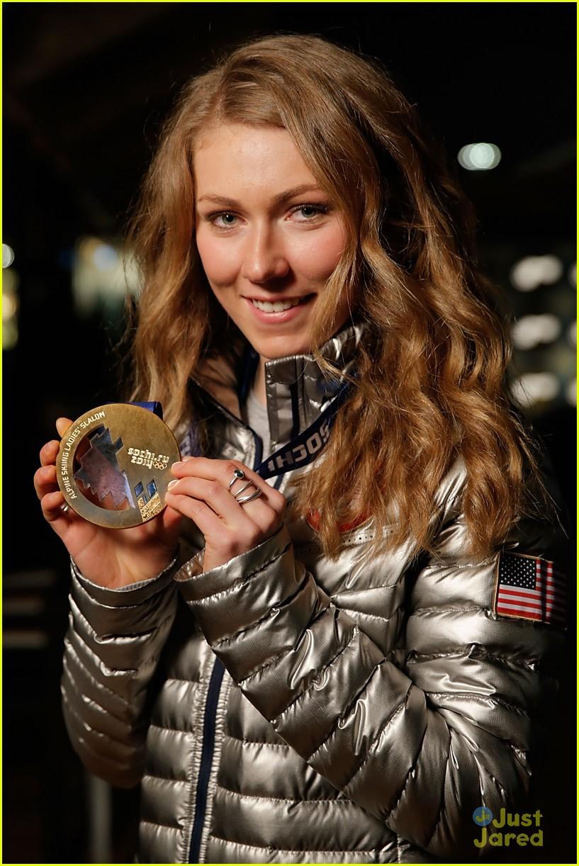 mikaela shiffrin gold slalom sochi 03