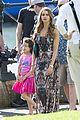 sarah hyland ariel winter modern family holiday episode australia 09