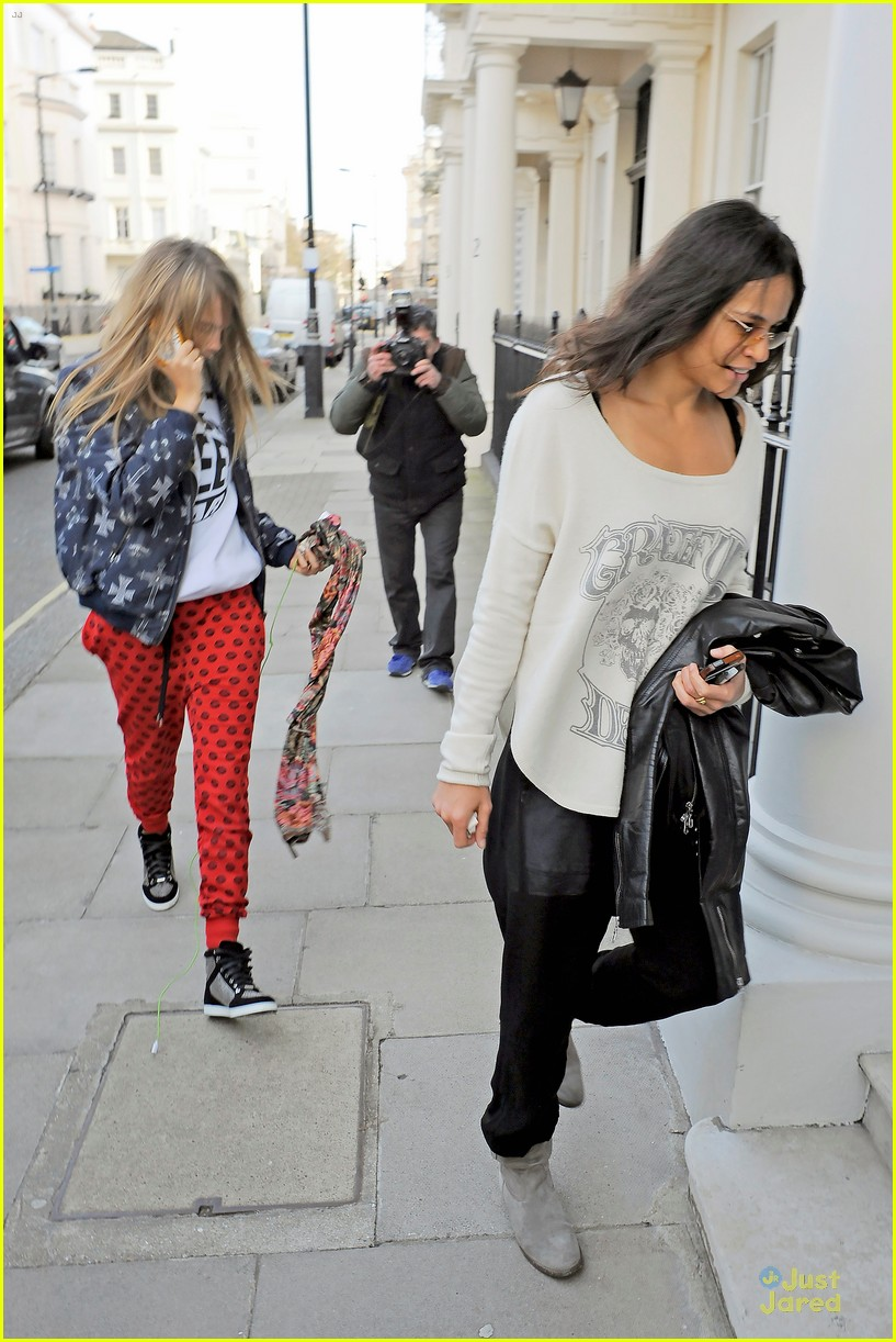 cara delevingne michelle rodriguez spend time in london 01