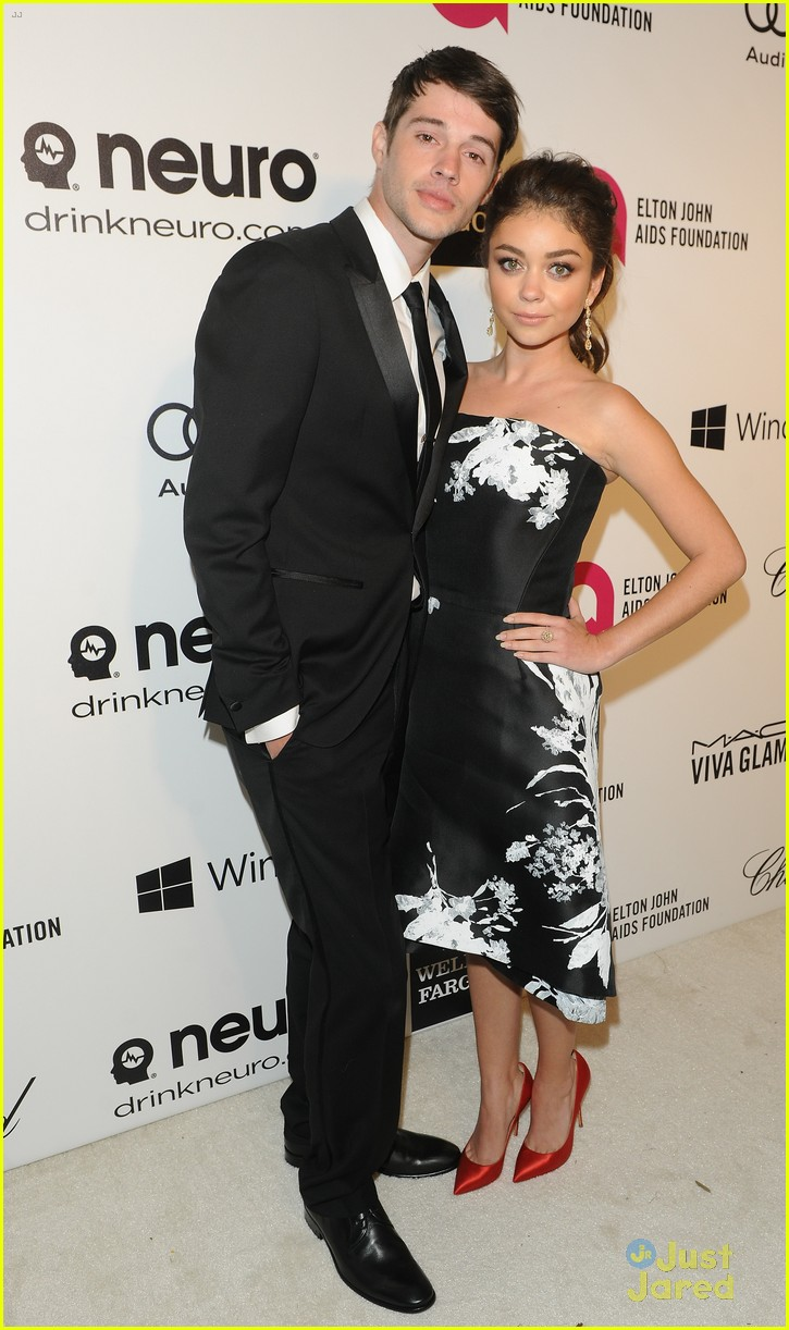 sarah hyland attends ejaf oscars party with boyfriend matt prokop 05