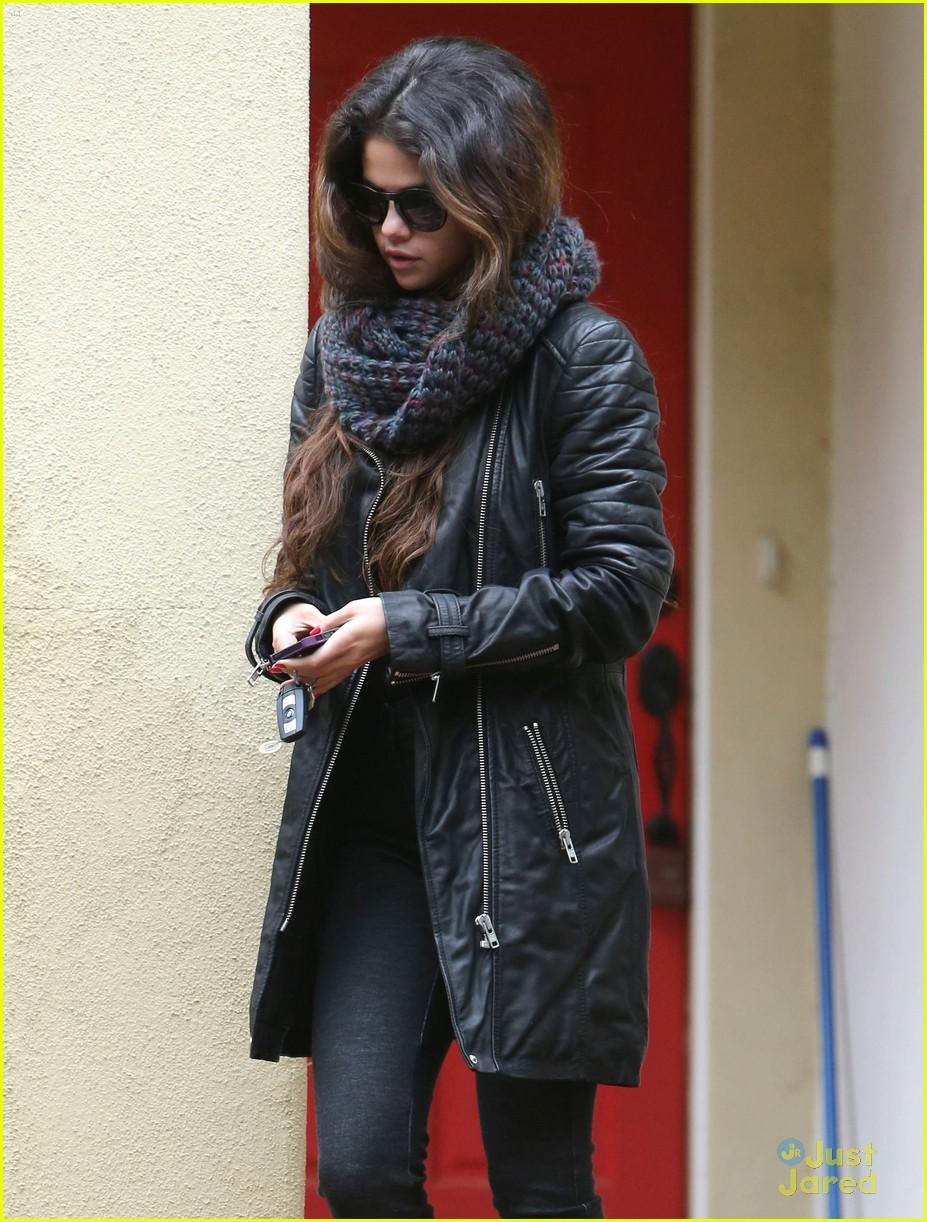 selena gomez stylist stop oscar weekend 05