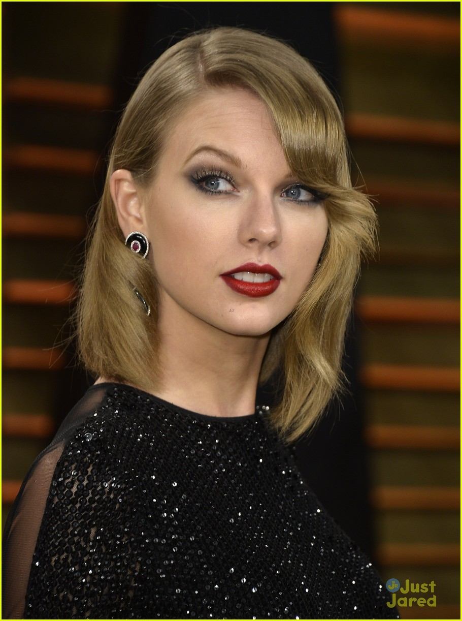 taylor swift goes glam at vanity fair oscars party 2014 04